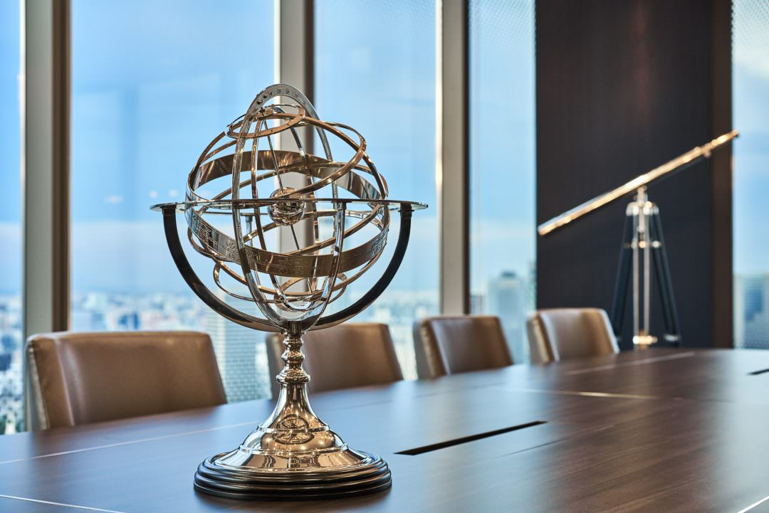detail photo of the silver globe and telescope in the sky premium boardroom in singapore